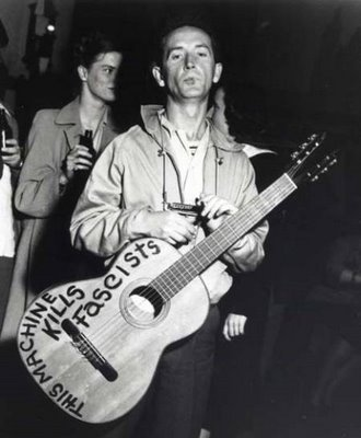 Woody_Guthrie-1
